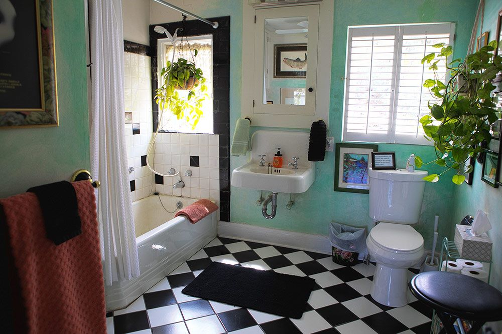 Master Suite Bathroom - Jerome Bed & Breakfast Suite - The Surgeon's House