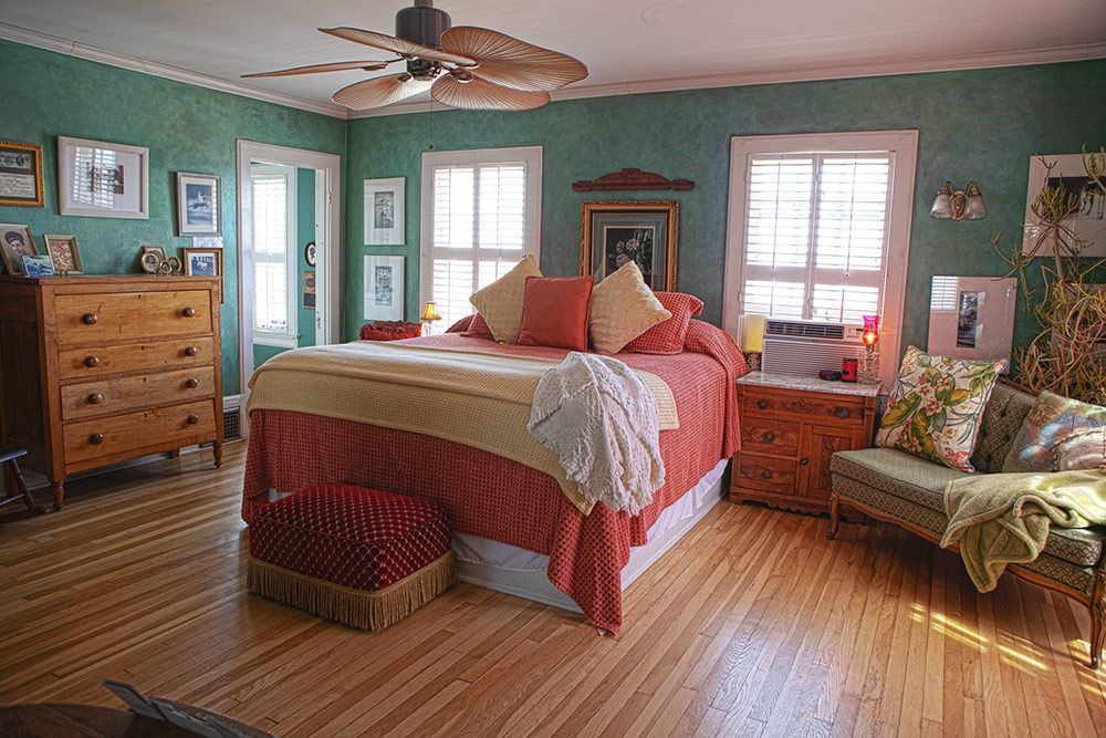 Master Suite King Bed - Jerome Bed & Breakfast Suite - The Surgeon's House