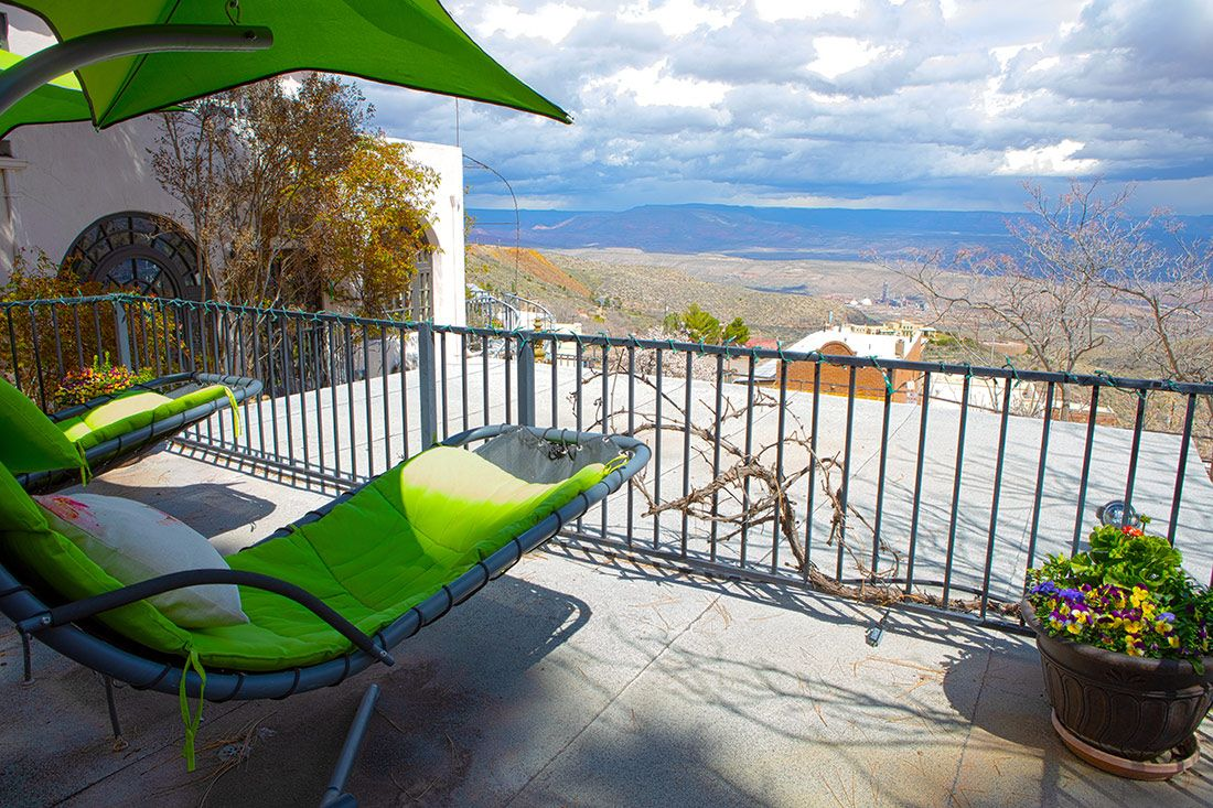 Chauffeur's Quarters private deck with amazing views of the Verde Valley