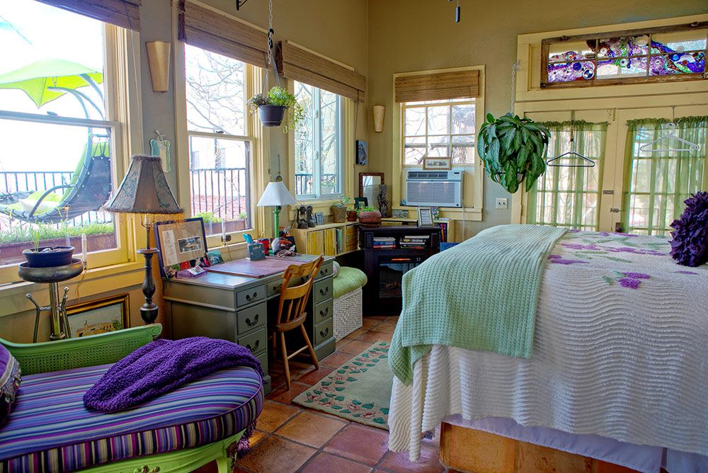 Chauffeur's Quarters - large suite with views of Jerome and the Verde Valley