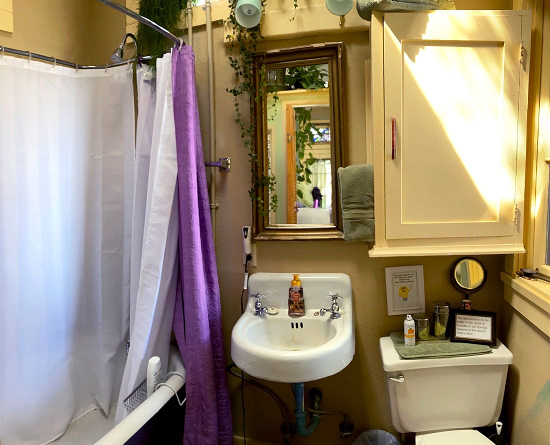 Chauffeur's Quarters bathroom