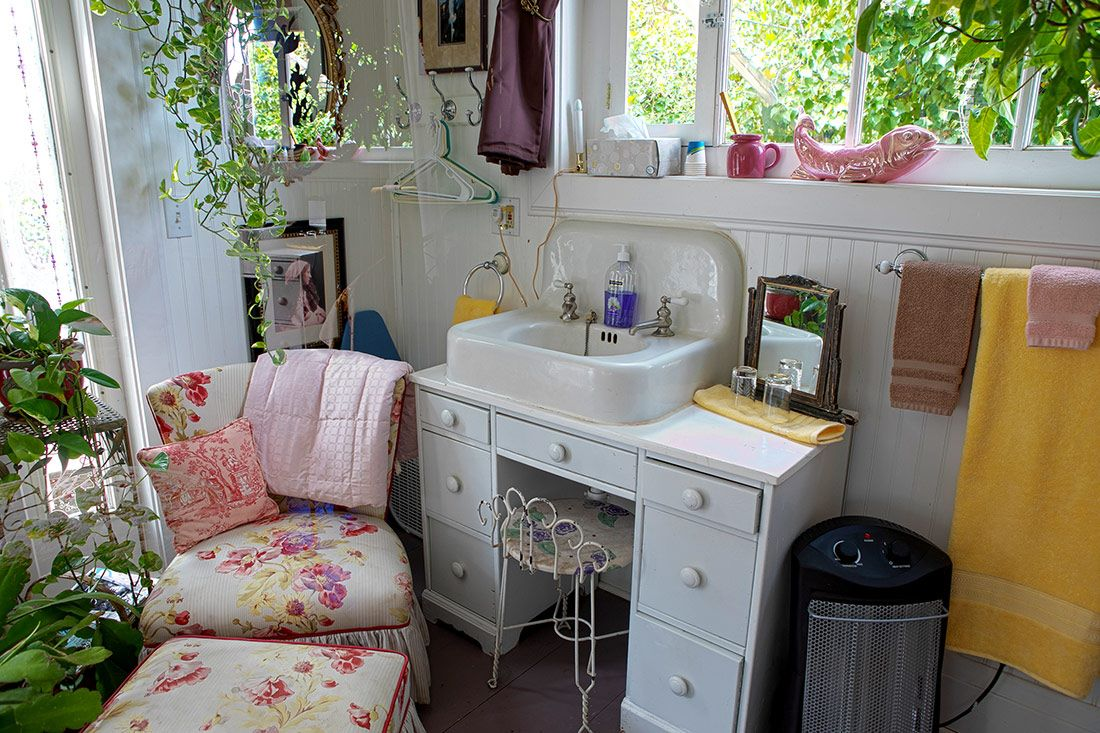 Maid's Suite Back sink and vanity