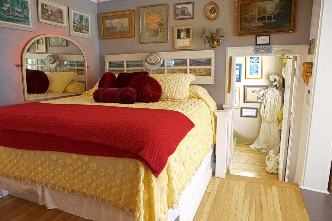 Maid's Suite Back cozy comfortable bed