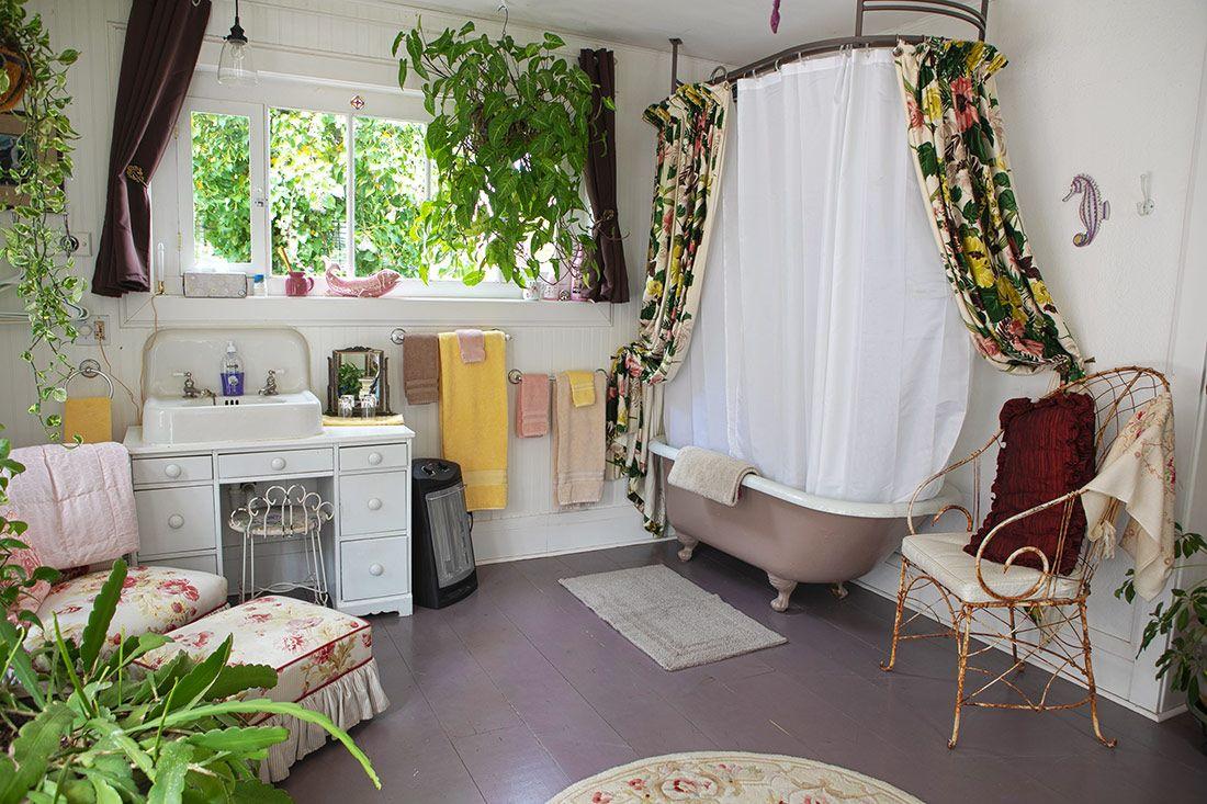 Maid's Suite Back bathtub
