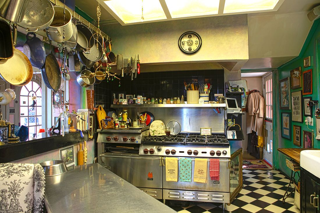 TSH kitchen - range and prep areas